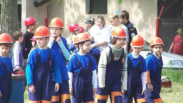 Mladí hasiči z Nového Oldřichova.