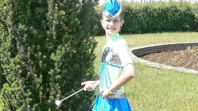 Mezi novoborské mažoretky patří Adélka už pátým rokem.