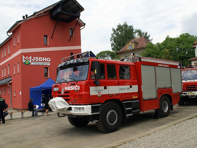 Dobrovolní hasiči ze Skalice u České Lípy mají patřičné zázemí i úplně nový zásahový vůz Tatra CAS 20, speciálně vybavený na zásahy během povodní.