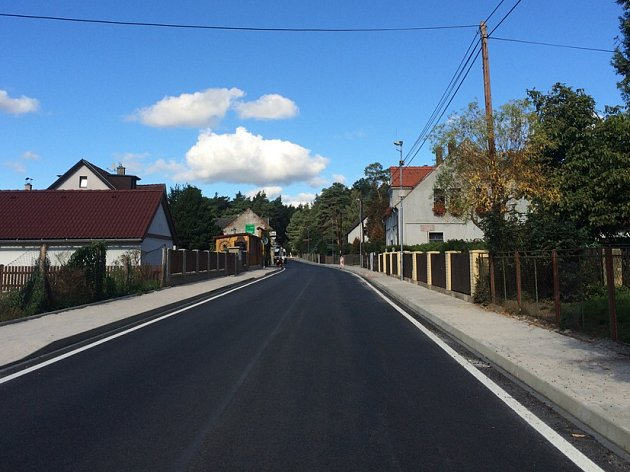 Kompletní rekonstrukcí prošla během léta silnice III/0381 do Starých Splavů, tedy hojně využívaná přístupová komunikace k Máchovu jezeru.