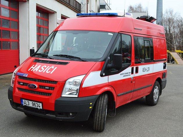 Uzásahu hasiči využili také speciální vozidlo svýsuvným stožárem na pokrytí signálu.