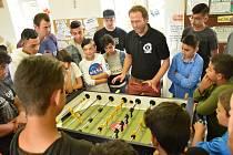 Novoborské NZDM Vafle hostilo vpořadí již čtvrtý turnaj nízkoprahových klubů ve stolním fotbale.