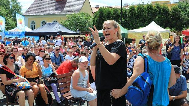 Letní slavnosti v Dubé na počest jubilea zpěvačky Evy Pilarové