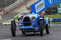 Poslední sosnění přilákalo na autodrom stovky milovníků historických vozů.