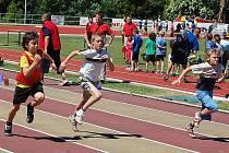 Start žáků třetích tříd v běhu na 50 metrů.