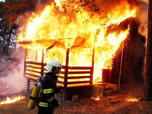 Požár chaty ve Stráži pod Ralskem.
