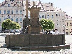 Kašna na náměstí T. G. Masaryka je v současné době v havarijním stavu.