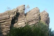 Stříbrník - pohled na vrcholové skalní útvary.