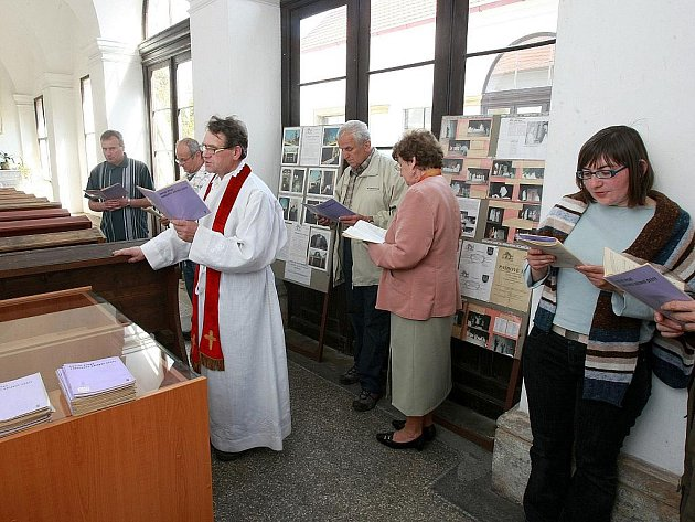 Křížovou cestu si mohou během Velikonoc prohlédnout návštěvníci v Mimoni.