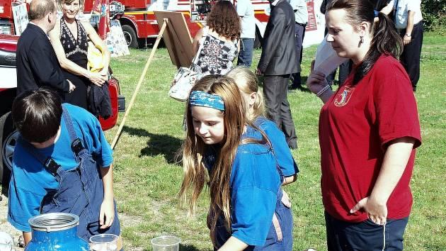 Nejvděčnější projekty jsou ty, které se týkají dobrovolných hasičů. Oldřichovští mladí hasiči si připravili ukázku dovedností.