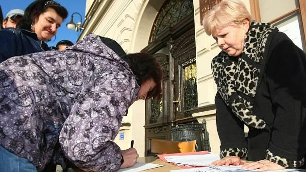 Skupiny lidí podávaly v pondělí, poslední možný den, námitky a připomínky proti novému územnímu plánu České Lípy.