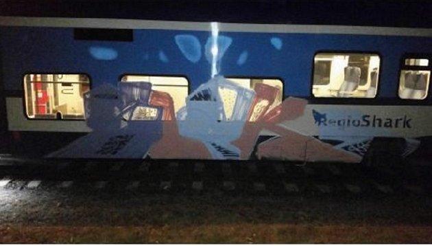 Knepoznání upravil vlakovou soupravu vdepu Českých drah vČeské Lípě neznámý sprejer.