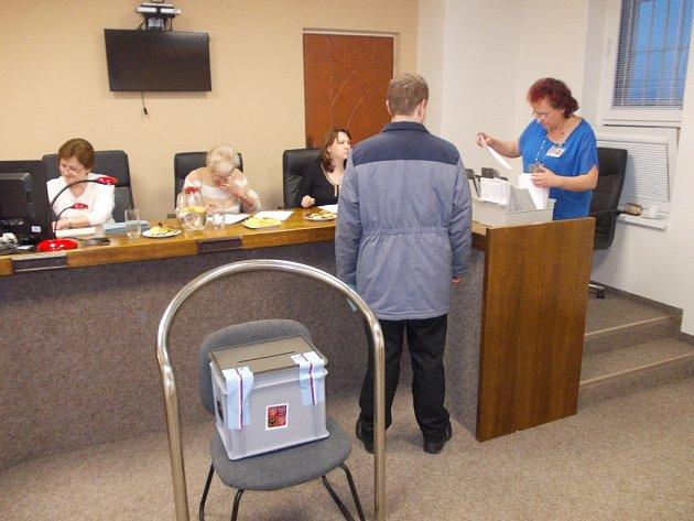 Volební místnost je otevřena ive věznici ve Stráži pod Ralskem.