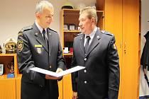 Jiřímu Černému (vpravo) poděkoval za přínos HZS ředitel Luděk Prudil.