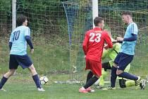 Ve fotbalové I. A třídě Ruprechtice (v modrém) porazily 4:2 Rynoltice.