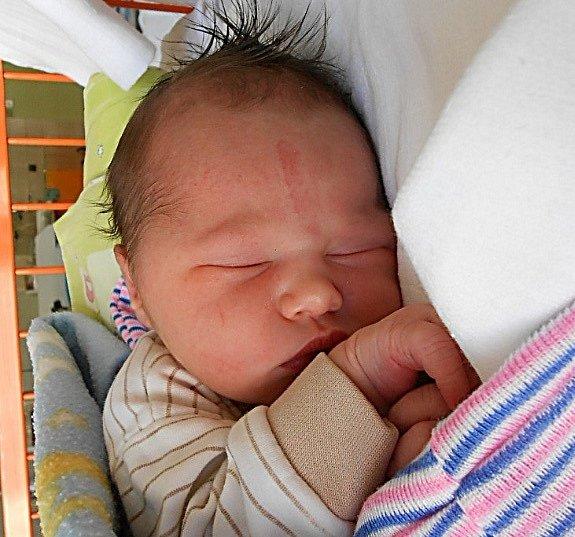 Rodičům Ivaně a Tomášovi z Josefova Dolu se v úterý 14. července narodil syn Vojtěch Vydra. Měřil 51 cm a vážil 3,47 kg. Doma se na něj těšila sestřička Anička.