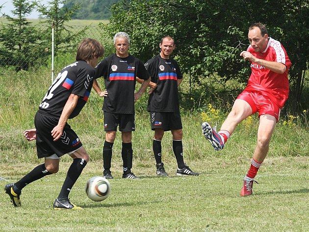 Již 18. ročník fotbalového klání v Dolní Libchavě byl odehrán systémem každý s každým.