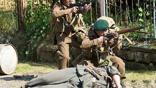 Atraktivní ukázka válečného boje mezi německou a americkou jednotkou sklidila mezi diváky velký úspěch.