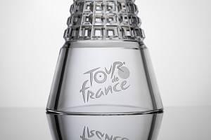 I letos zvednou ti nejlepší účastníci cyklistického závodu Tour de France nad hlavu křišťálovou trofej od českolipských sklářů.