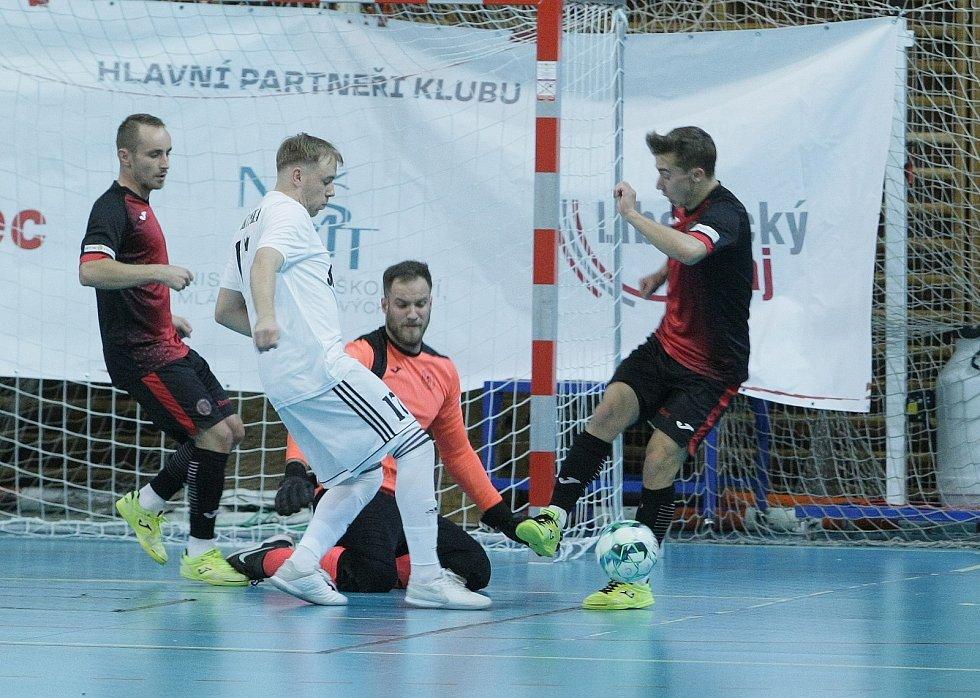 Liberečtí (v červeném) poprvé v ročníku brali všechny body doma. Porazili rivala z České Lípy 3:2.