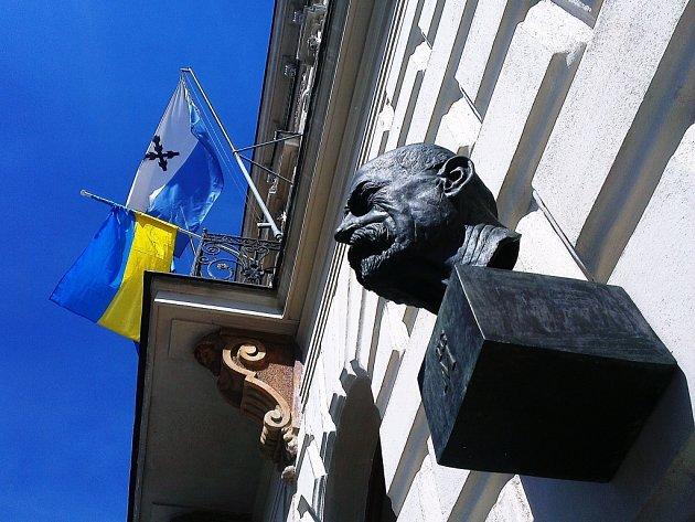 Město Česká Lípa se jako jediné v regionu připojilo ke středeční kampani Vlajka pro Ukrajinu.