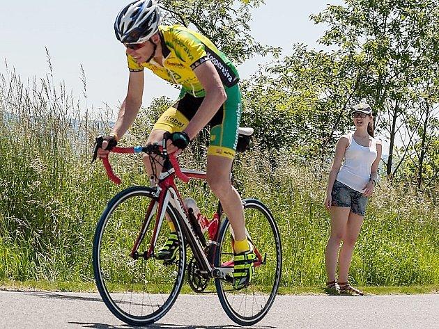 Vítěz Miroslav Živný si jede pro první místo v silničním Maratonu.
