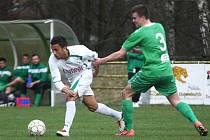 FC Nový Bor (bílé dresy) je zatím šestý.