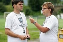 Trenér Hradiský při rozhovoru.