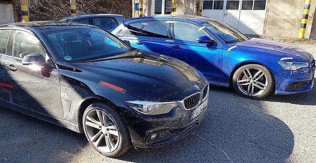 Marně se trojice cizinců minulý týden pokusila převést přes Českou republiku drahá vozidla, která ukradli vNěmecku.