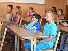 Mladí gymnazisté v Mimoni.