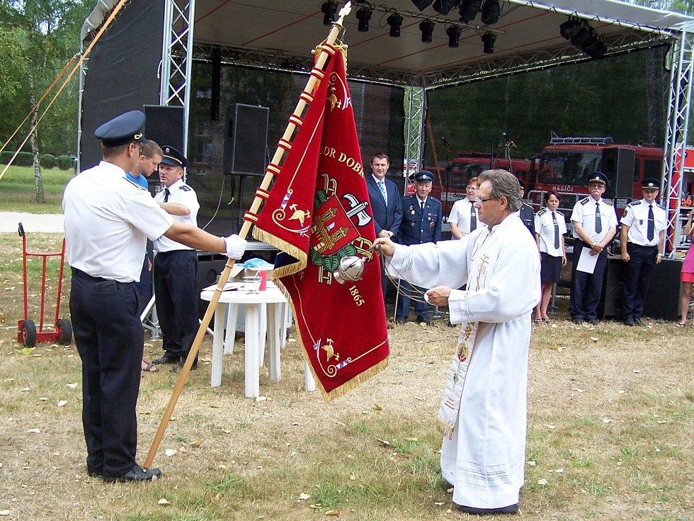 150 let od svého založení si v sobotu připomněl Sbor dobrovolných hasičů v Mimoni. Na místní koupaliště se sjeli kolegové hasiči z celého kraje. Nechybělo předání a vysvěcení praporu.
