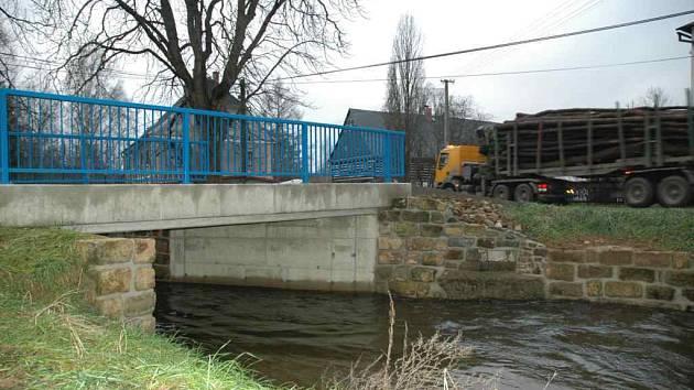 Opravený most v Lindavě