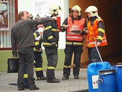 Podezřelý balíček, kvůli kterému hasiči a policisté v pátek uzavřeli a částečně evakuovali hlavní poštu na českolipském náměstí, neznamenal žádnou hrozbu.