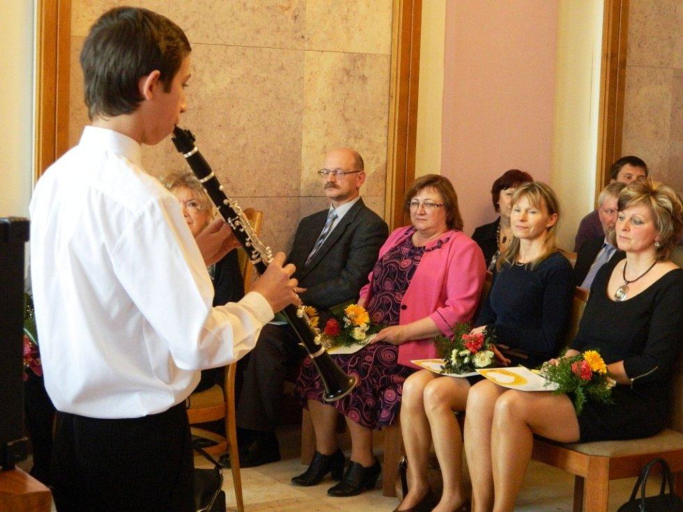 V rámci předávání ocenění vystoupili žáci ze ZŠ Partyzánská, Sever nebo Pátova.