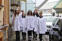 Hned šest králů, či spíše královen, jsme zastihli u areálu českolipské Farní charity.