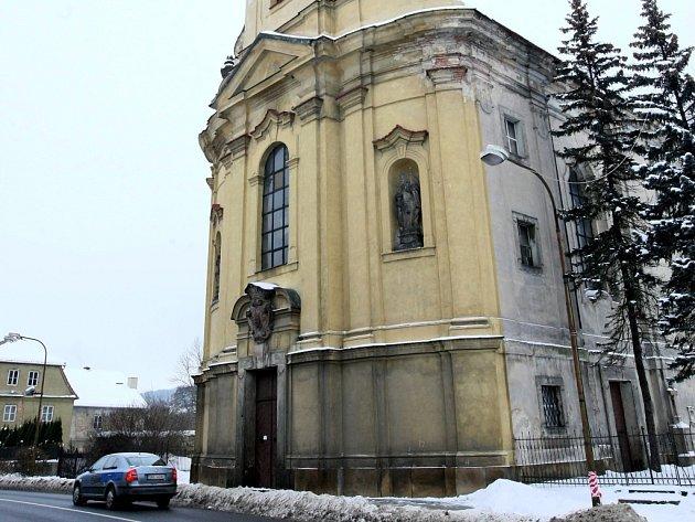 Kostel sv. Vavřince v Jezvé.