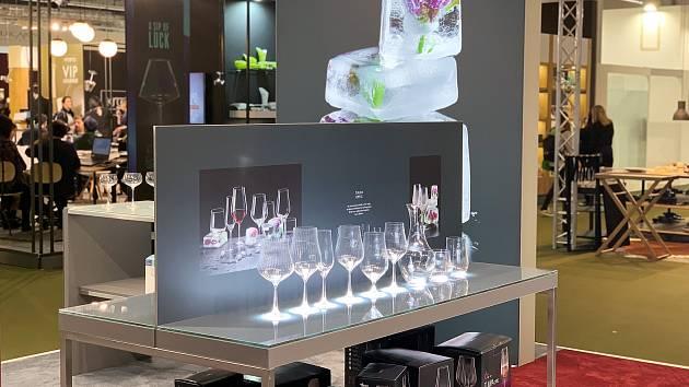 """Nápojové sklo vyrobené skláři z Crystalexu v Novém Boru i letos zaujalo na """"Ambiente"""" ve Frankfurtu nad Mohanem."""