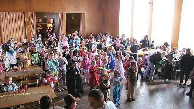 V kulturním domě se koná řada tradičních akcí, například dětský karneval.