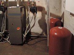 Zdrojem úniku plynu byl jeden ze tří kotlů v kotelně, která je společná pro tři vchody domu.