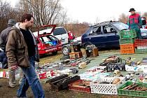 Obří burzu nejrůznějších předmětů v Zákupech si nenechali ujít tisíce lidí.