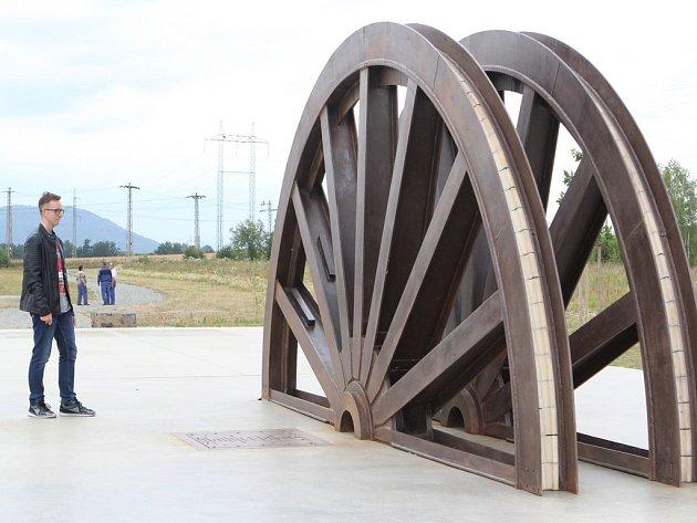 Památník u Hamru. Má připomínat těžbu uranu.