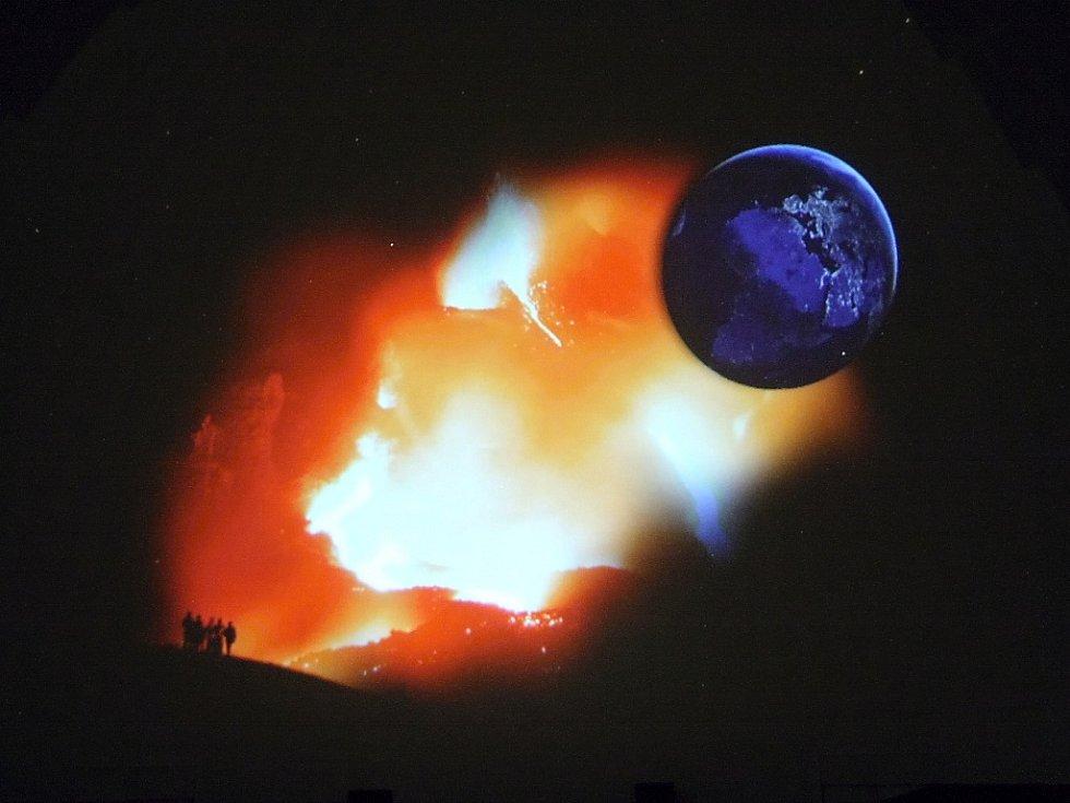 Bude zítra konec světa nebo ne? Většina lidí má jasno: pátek 21.12. 2012 bude úplně stejný den jako všechny ostatní.