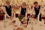 Roztančený Pražský hrad během prezidentského plesu měli i tentokrát za úkol obsloužit studenti českolipské Euroškoly.