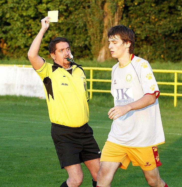 Novoborští hráči v rámci dalšího kola krajského fotbalového přeboru porazili nebezpečný tým VTJ Rapid Liberec 4:1. Stárek viděl za faul na Demkeho žlutou kartu.