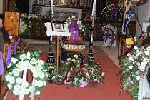 Zcela zaplněný kostel Navštívení Panny Marie v Horní Polici se v sobotu 1. února 2014 loučil se zdejším arciděkanem Mons. Josefem Stejskalem.