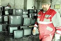 Staré elektrospotřebiče si obyvatelé Nového Boru doma nenechávají, ale vozí je do sběrného dvora
