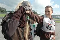 Den pro děti z dětských domovů na autodromu v Sosnové.