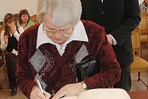 Významný titul udělilo město Stráž pod Ralskem dlouholetému poslanci a zastupiteli Jiřímu Schreyerovi in memoriam. Do pamětní knihy se zapsala manželka oceněného Eva Schreyerová a její syn Václav.