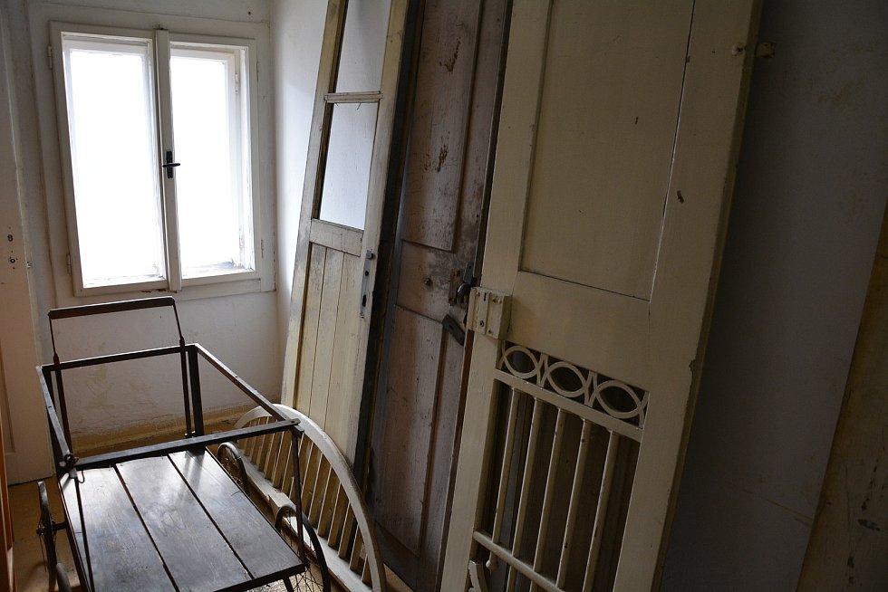 Dům 106 v Novém Boru, před a v průbehu rekonstrukce (2018 - 2021)