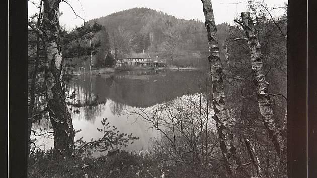 Vladimír Štěpánský, fotograf Vlastivědného muzea a galerie v České Lípě, představí na svých černobílých fotografiích Doksko a Kokořínsko.